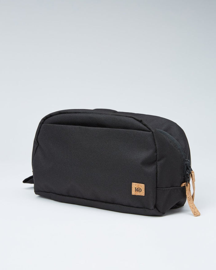 Image of product: Quest 4L Toiletry Bag