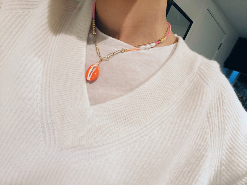 Neon shell x chain necklace