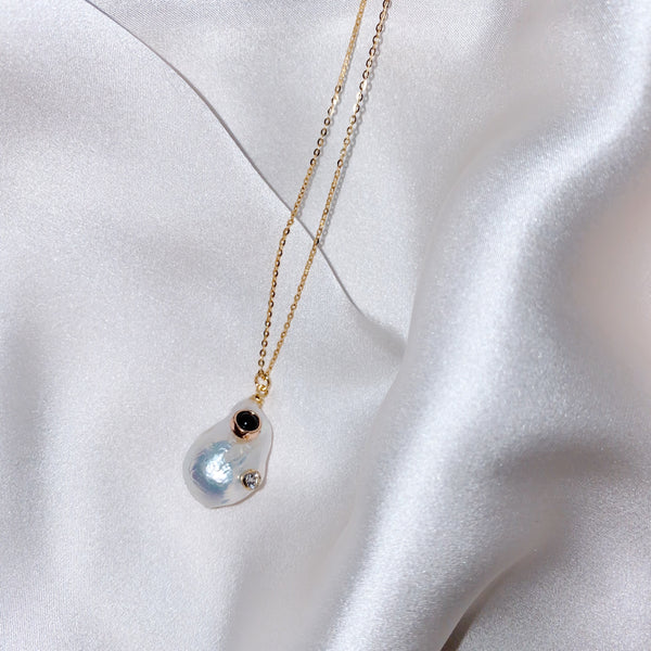 Ocean Drop Pearl Necklace Gold