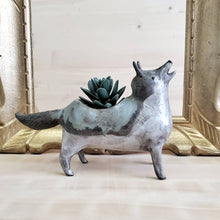 Load image into Gallery viewer, Howling wolf planter