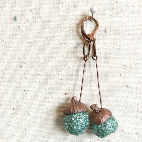 Antiqued copper acorn glitter holiday earrings. Anthropologie style handmade jewelry by worthygoods in Maine