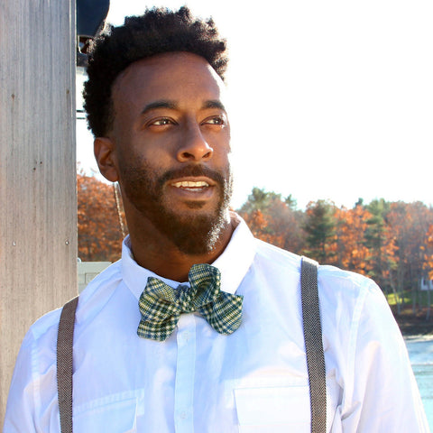 Maine fall wedding Kelly green tartan bow tie in diamond point by worthygoods, photo by Jessica Beebe Photography