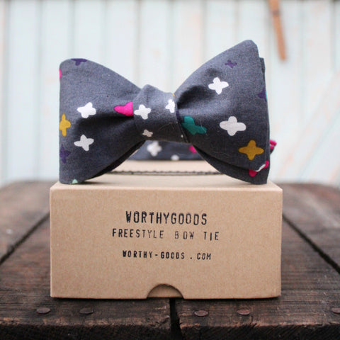 American made mens bow tie, grey pink white organic cotton bow tie, adjustable and hand made in Maine by worthygoods.