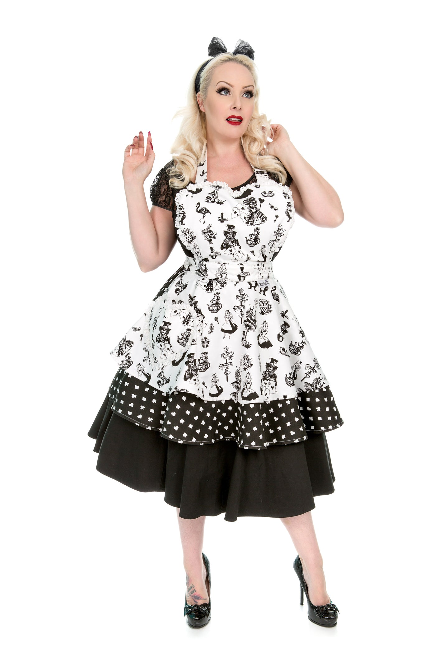 Alice in Wonderland Womens Apron. Retro Pin Up Sweetheart Apron