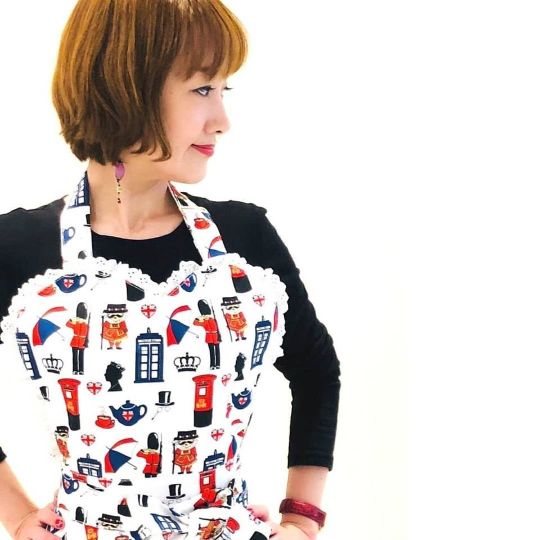 A Very British Baker Womens Retro Apron. British Icons Sweetheart Apron