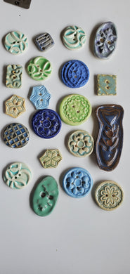 Clearance lot ! 20 ceramic buttons