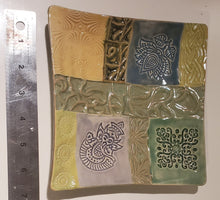 Load image into Gallery viewer, Ceramic quilt plate 7 inch  soap dish