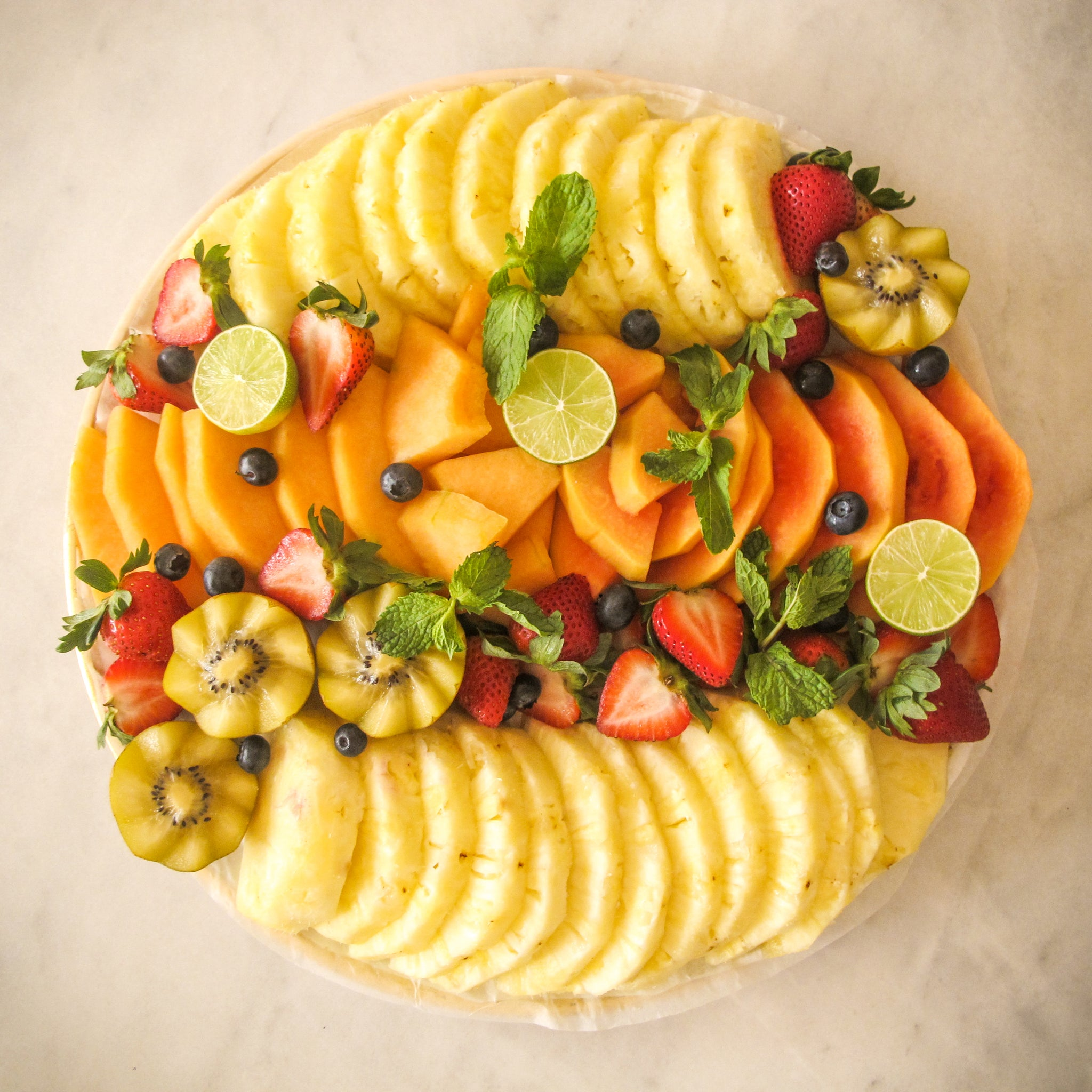 Pineapple Fruit Platter - Titankuwait