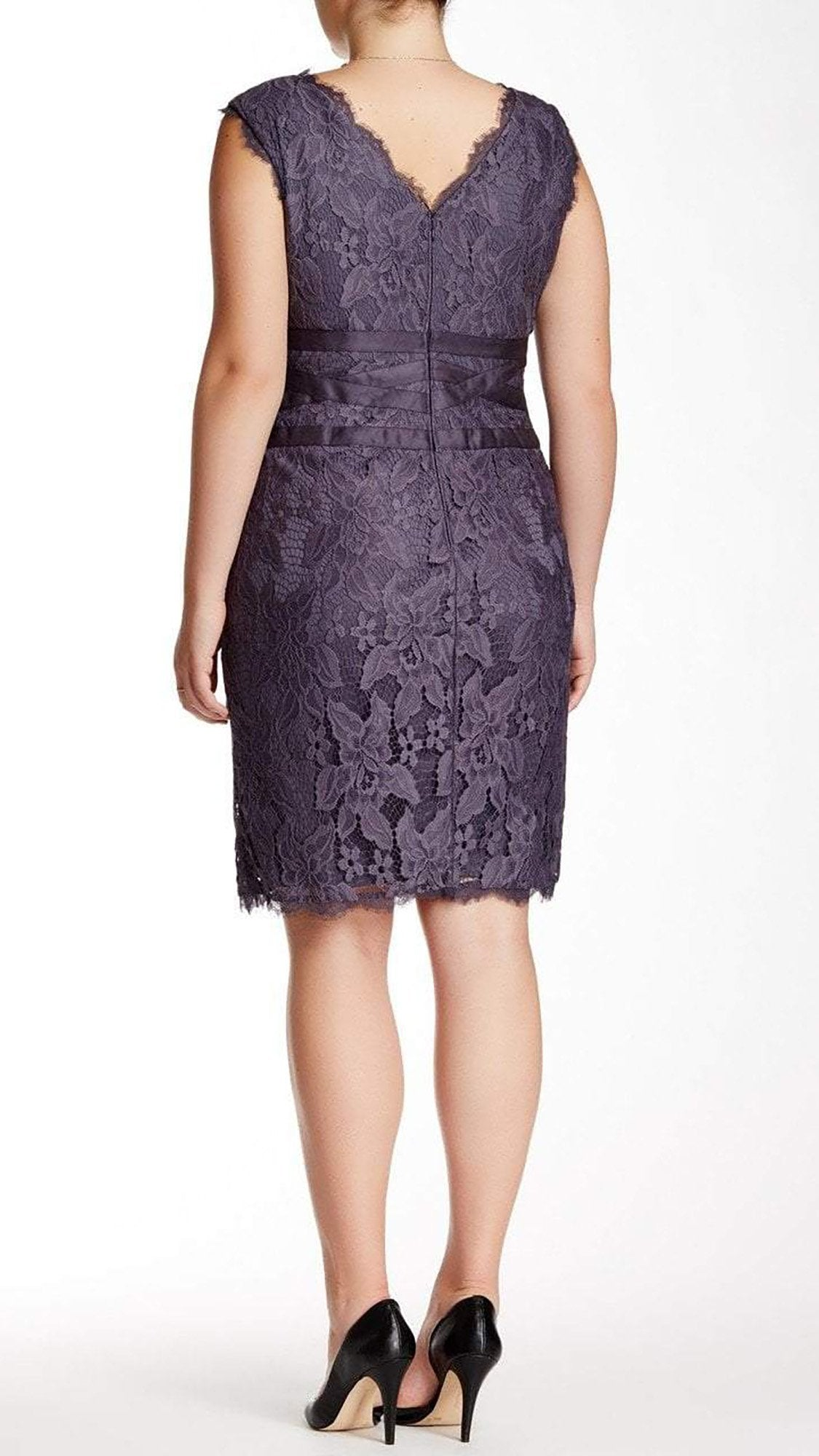 Adrianna Papell - 41905221 V-Neck Lace Ribbon Cocktail Dress in Doe