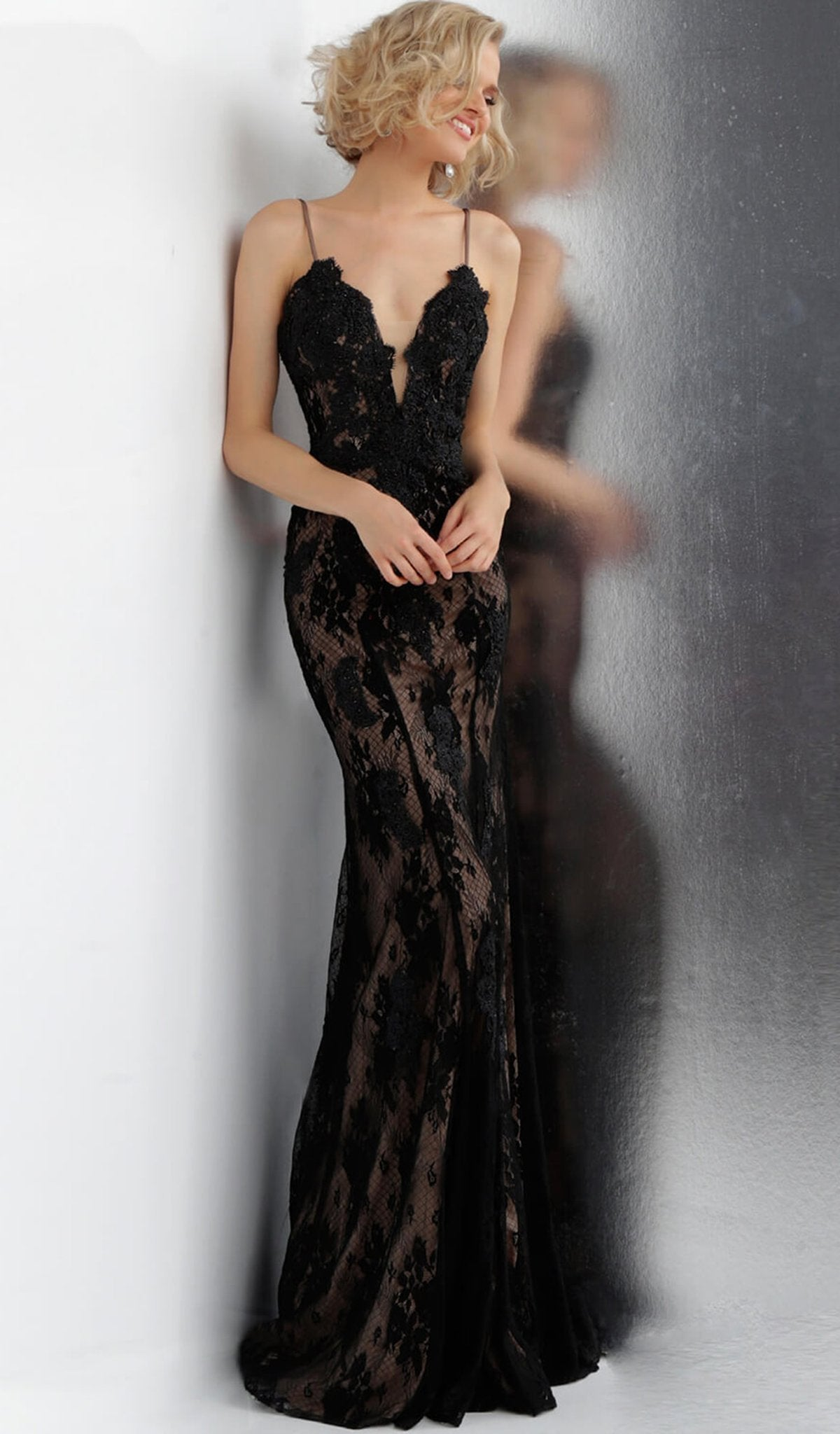 Jovani - Plunging V-Neck Lace Trumpet Dress With Train In Black