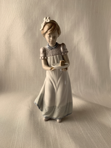 Girl Holding Cake - Lladro Perfect Gift Christmas Birthday Anniversary Look