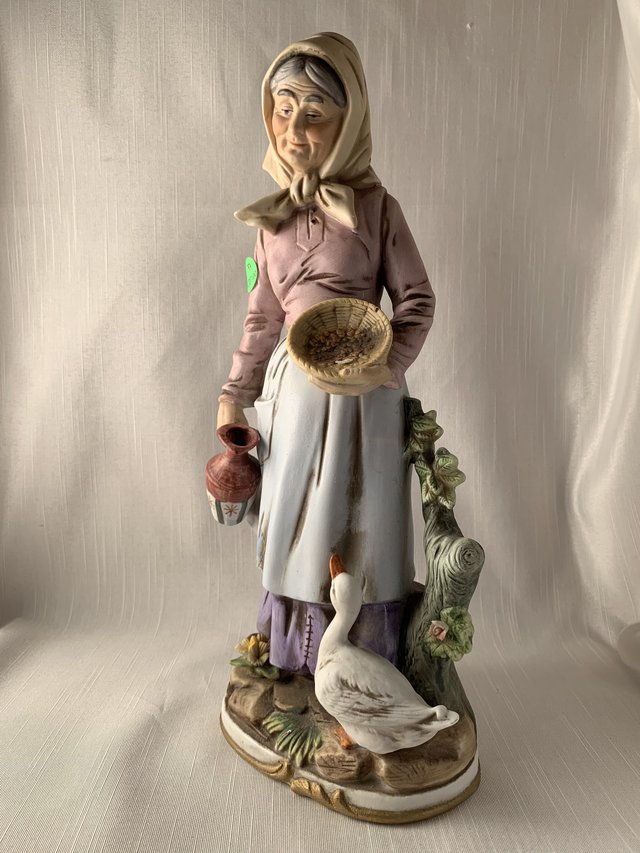 Old Lady with Water Jug - Homco Boho Kitch Retro Chic Gift Perfect