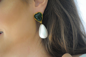 GREEN AND PEARL EARRING