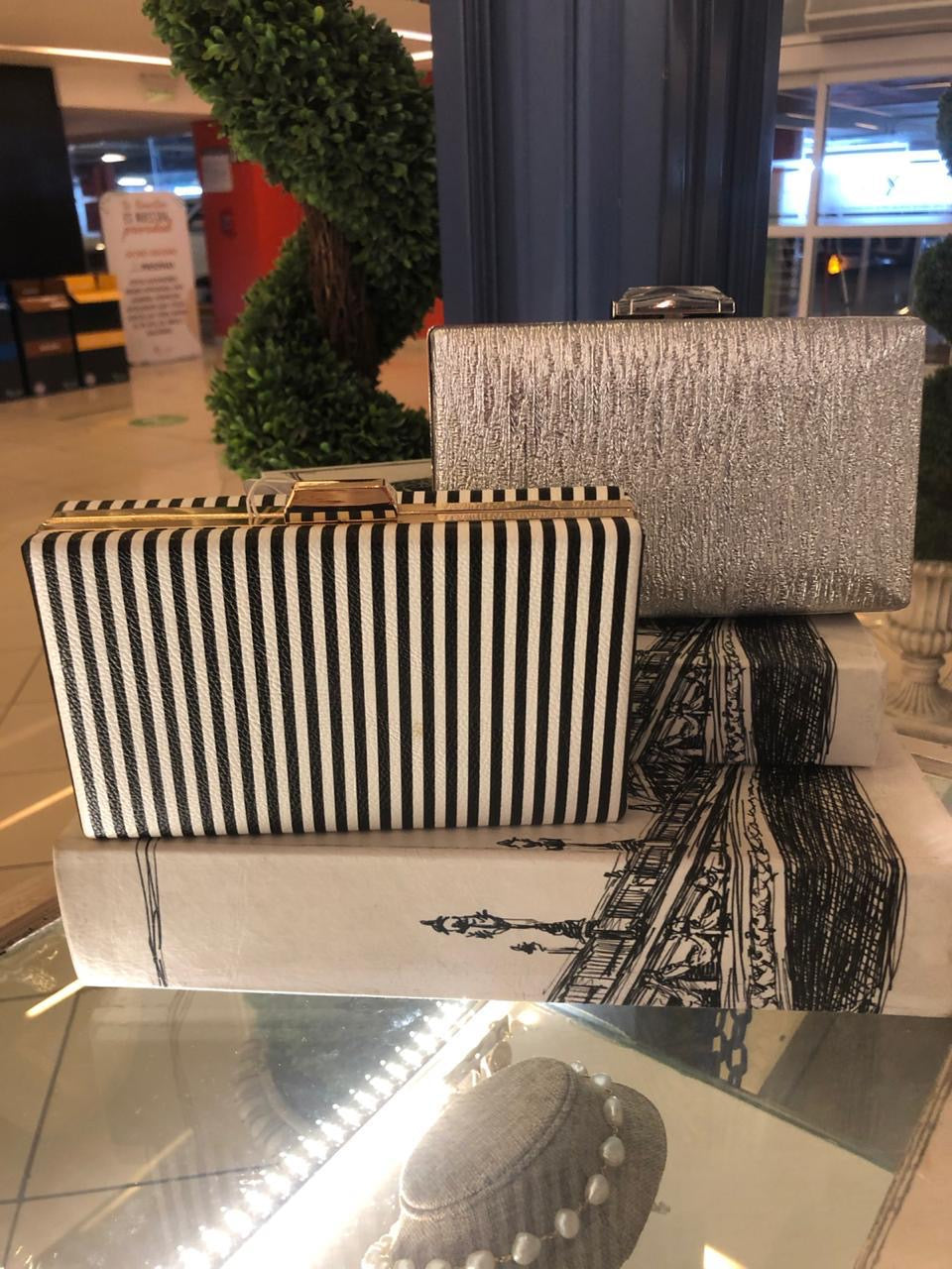 Clutches silver/black&white
