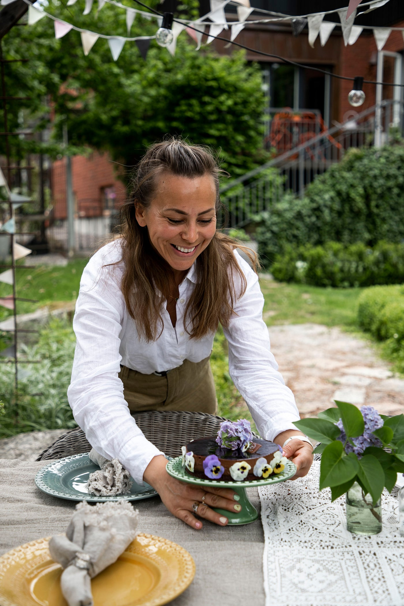 Johanna Hampf loves to set the table – and aspires for people to join her