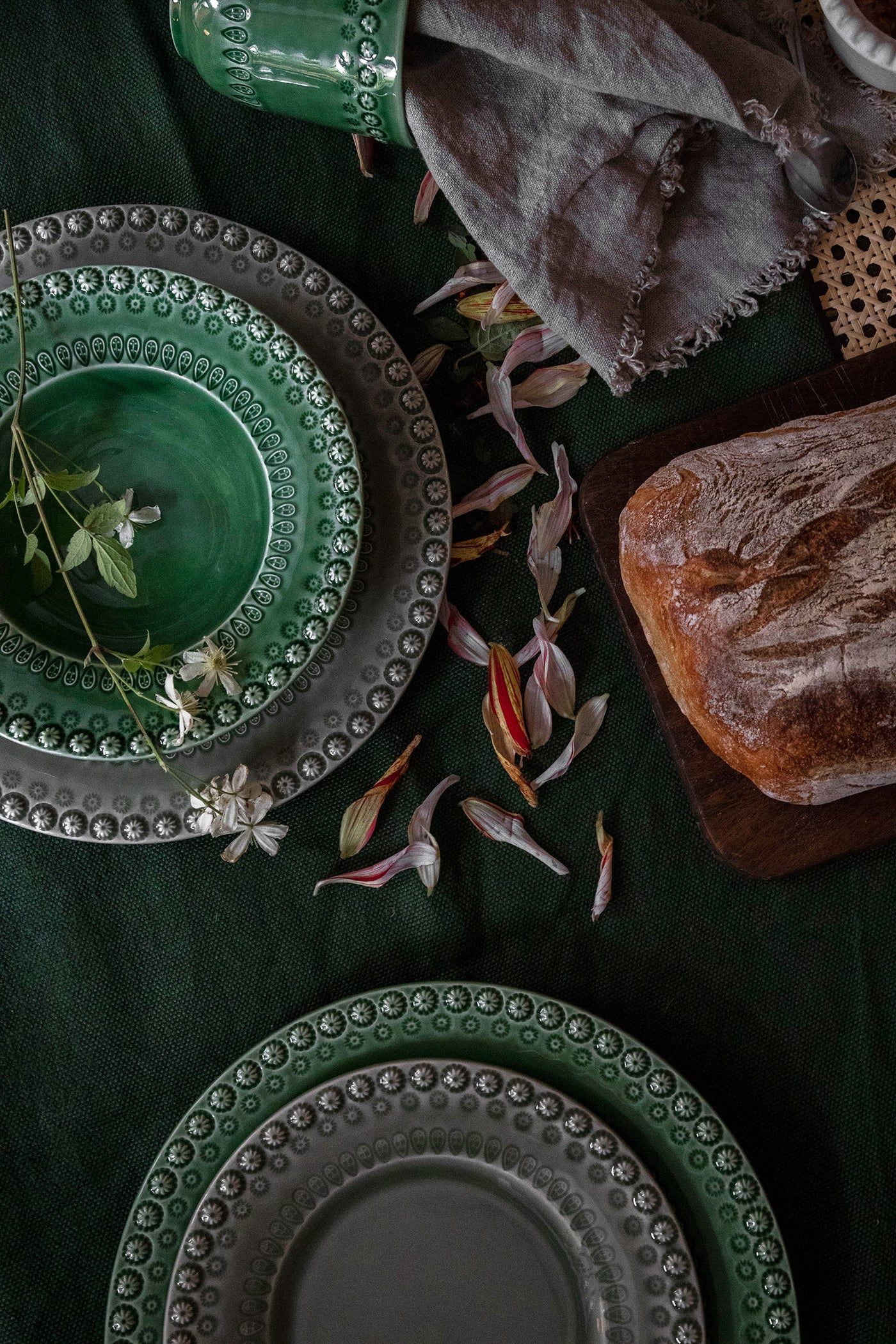 Get inspired to create a beautiful table setting – three go-to tips for your next dinner party!