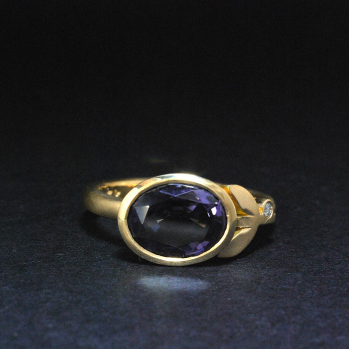 18ct Gold Ring with Blue Spinel and Diamond