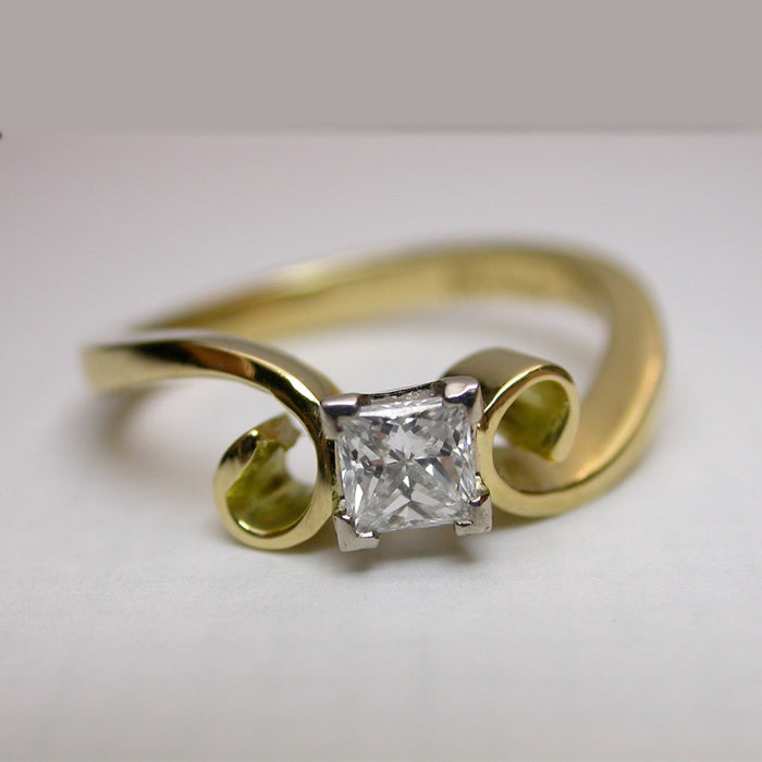 18ct Yellow and White Gold Ring with 0.34ct Diamond