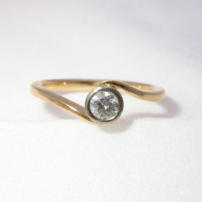 18ct Yellow and White Gold Ring with 0.24ct Diamond