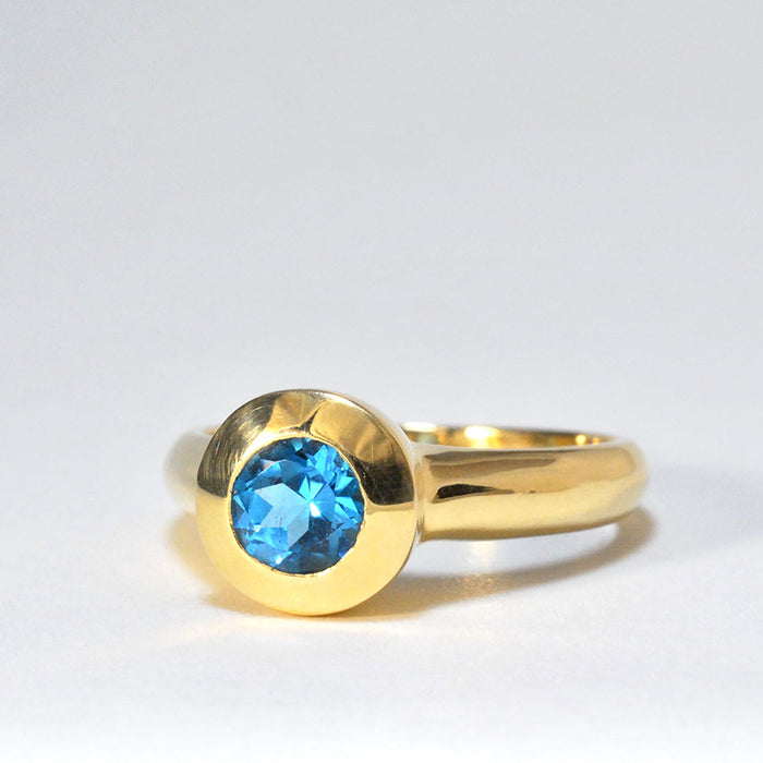 9ct Gold Ring with Topaz