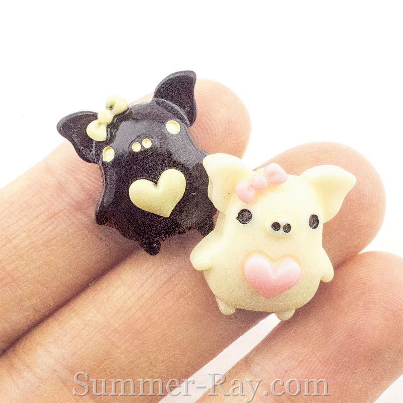 Cabochon Resin Pig with Heart