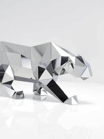 c0f2413dd This collection of coveted art pieces celebrates the creative collaboration  between Swarovski and Arran Gregory and paves the way to the next chapter  in his ...