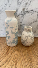 Load image into Gallery viewer, Hand-painted Porcelain vase - Tiny bulb