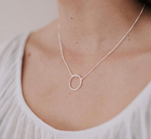 Hollow circle necklace - Silver
