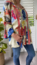 Load image into Gallery viewer, Naudic gypsey blouse - Cream floral