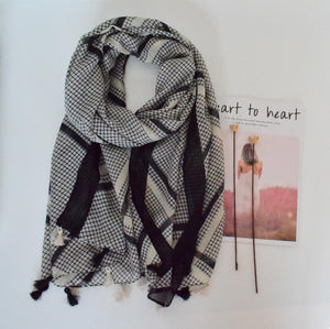 Scarf - Black diamond criss cross