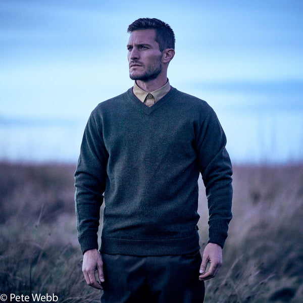 Lambswool V Neck Knit in Rifle Green - croftonandhall