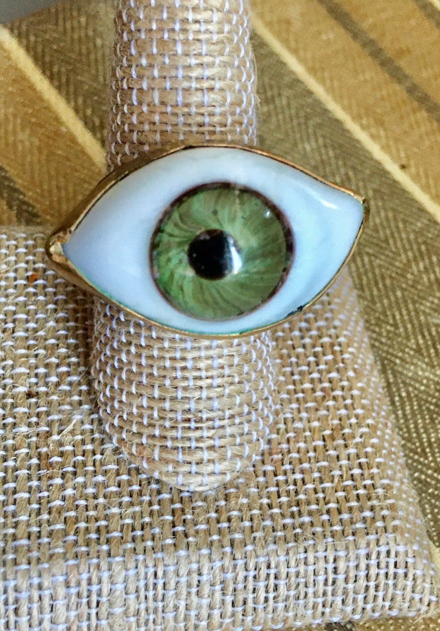 Green eye ring size 8.5