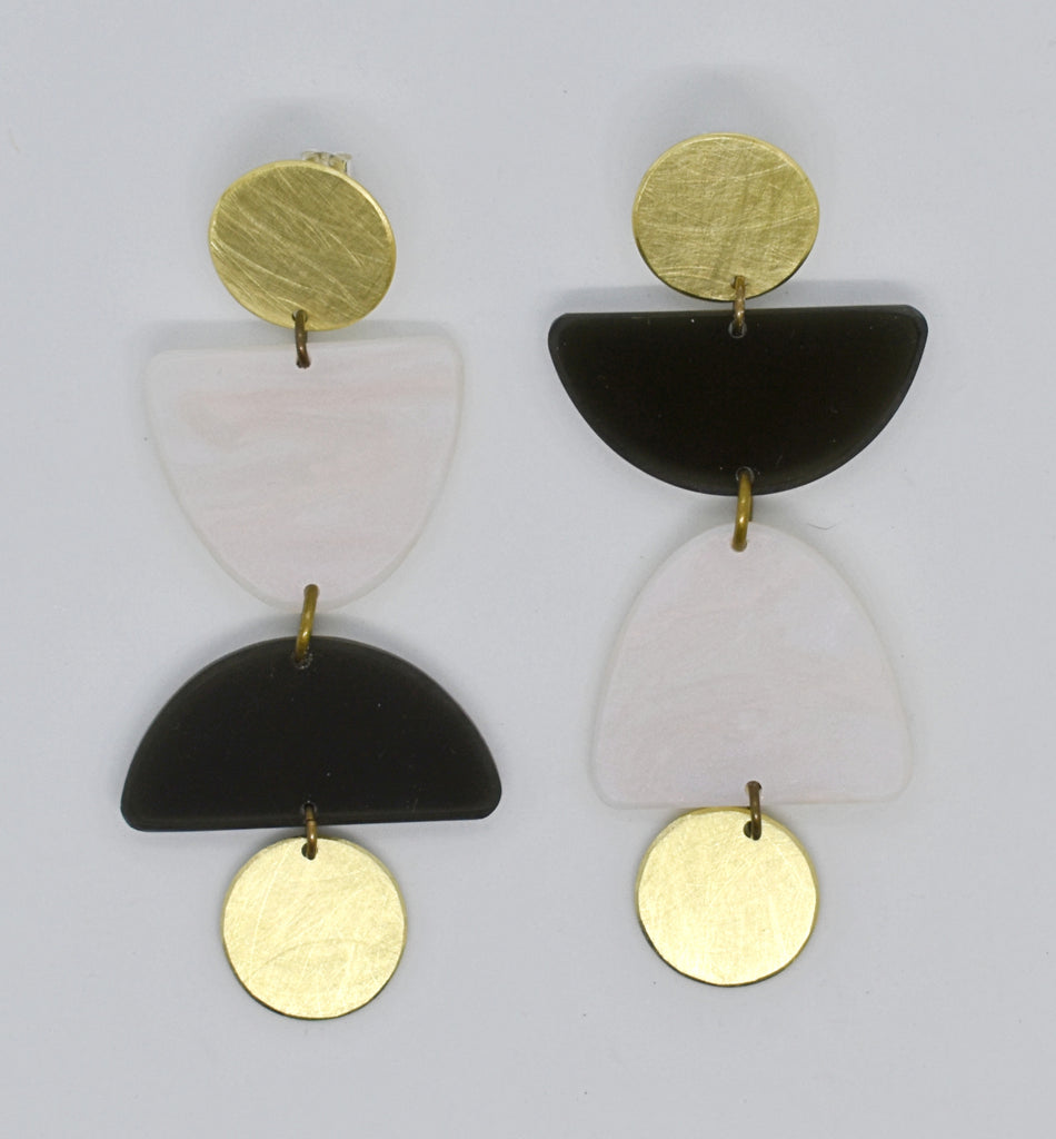 Olema Earrings - Black and Iridescent White Pearl