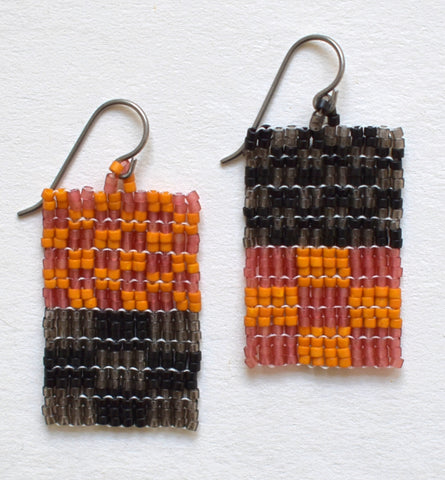 Little check duo earrings - black and brown