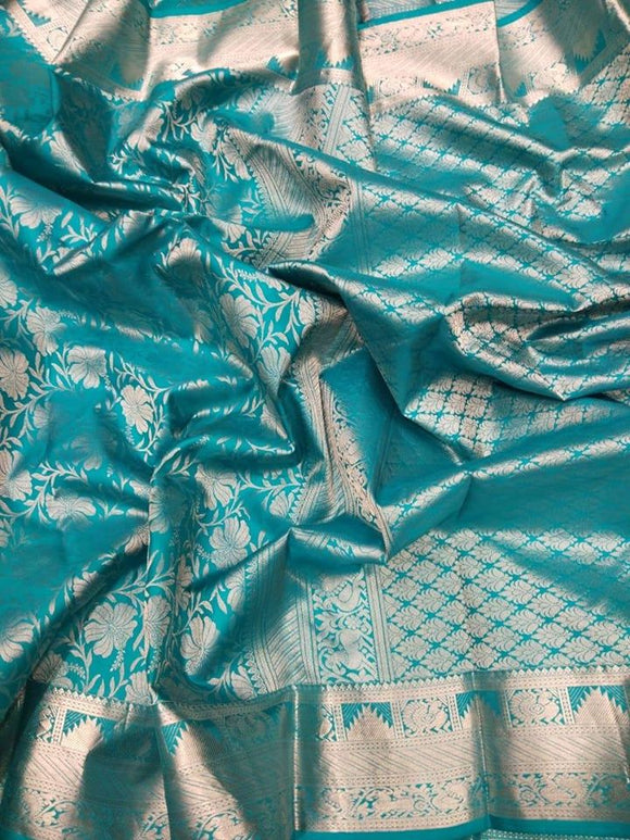 Kanjeevaram Silk Saree with silver zari - Indien Boutique