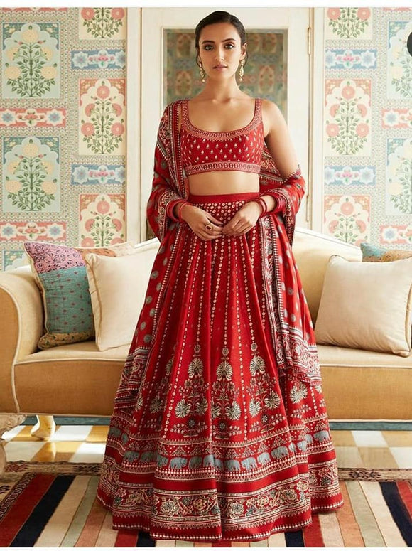 Red Tapeta Silk Lehenga - Indien Boutique