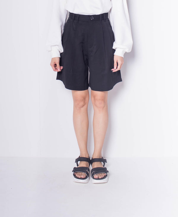 Women Pleated Front Slant Pocket Shorts - Black