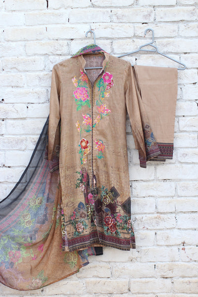 3pc- Ready To Wear DIGITAL PRINTED AND EMBROIDED SHIRT + DUPATTA: PRINTED CHIFFON, TROUSER: PLAIN 1-2002 - leftover.pk