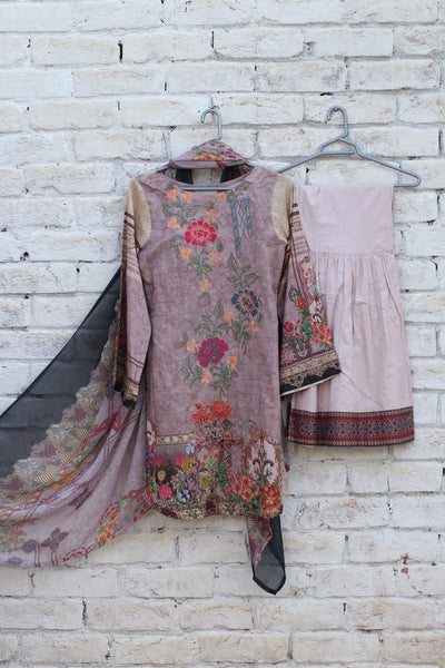 3pc- Ready To Wear DIGITAL PRINTED AND EMBROIDED SHIRT + DUPATTA: PRINTED CHIFFON, TROUSER: PLAIN 1-1995 - leftover.pk