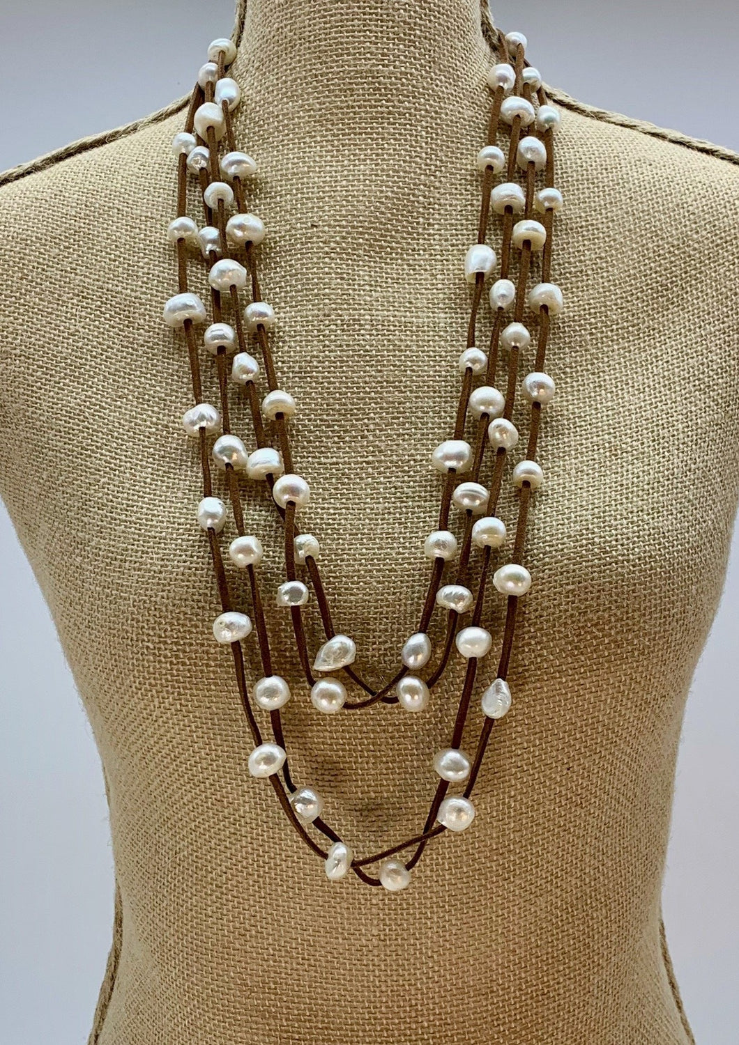 BRE NECKLACE  - 002 - BROWN WHITE