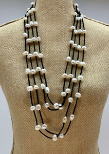 BRE NECKLACE  - 002 - BLACK WHITE