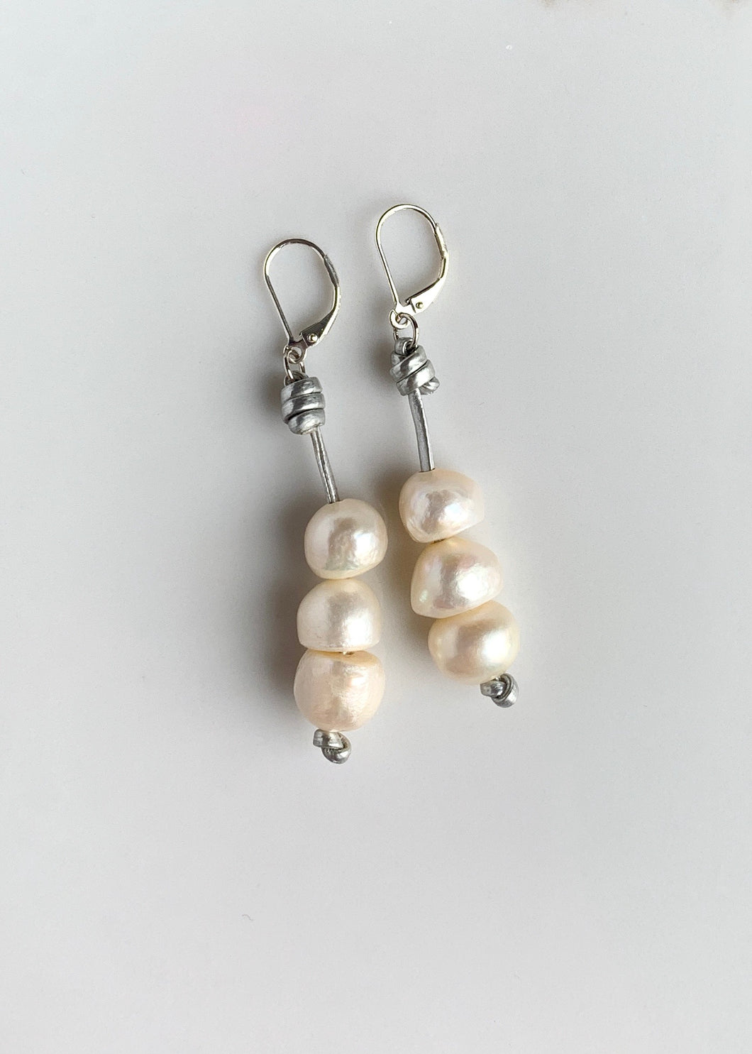 EVE EARRING - 071 - SILVER/WHITE