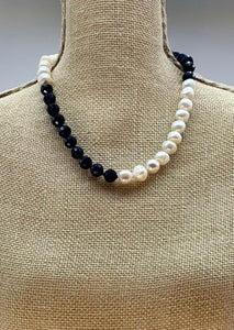 ROXY SHORT NECKLACE  - 076 -  1 ONLY