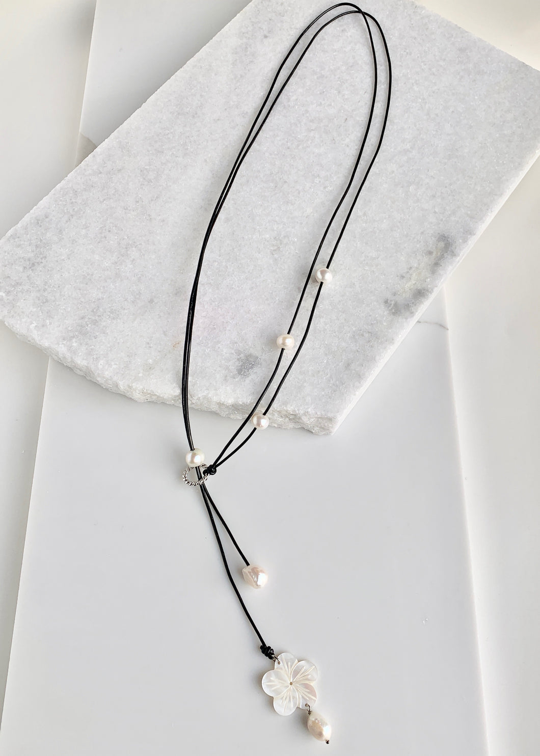 PECK NECKLACE - 068 - BLACK