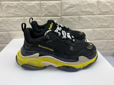 Tênis Balenciaga Triple S Black Yellow