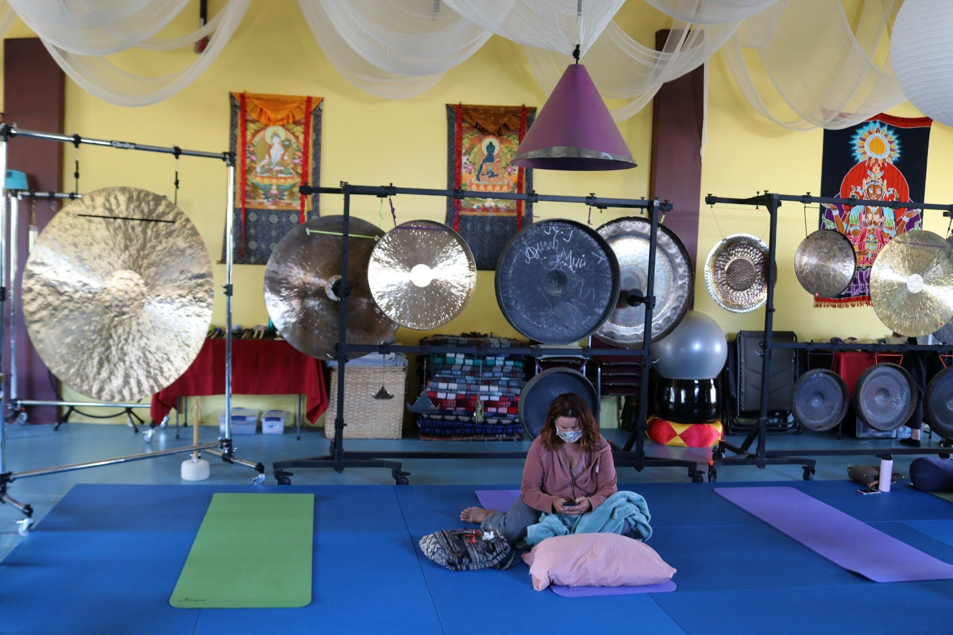 A gong bath benefits the busy mind and scattered attentions caused by today's technologically driven world.