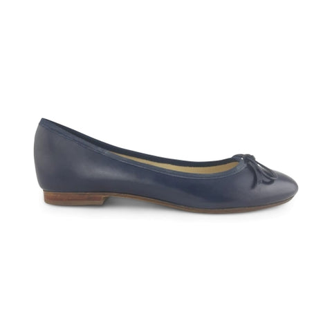 Blue leather flat shoes