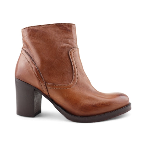 Ankle boot in tan leather
