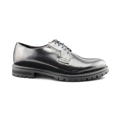 Derby in black abrasive leather with rubber sole