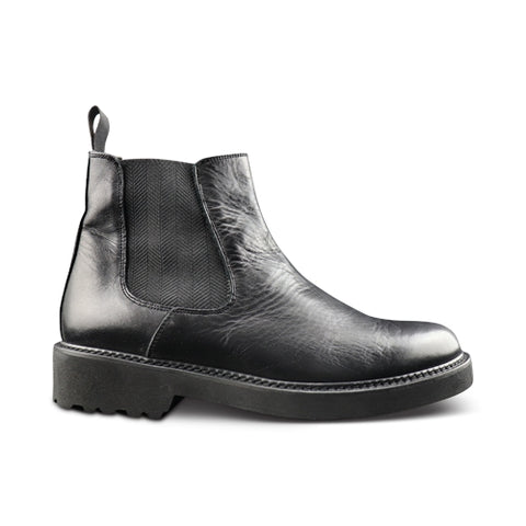 Ankle boot in black leather and vibram rubber sole